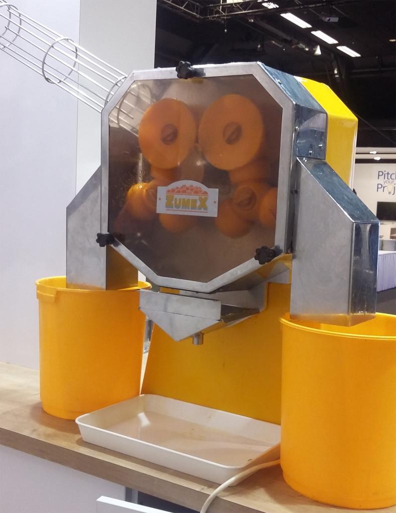Huur een professionele sinaasappelpers met verse sinaasappelsap!